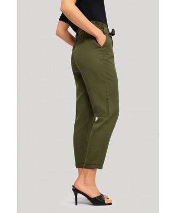 Pantaloni verzi cu cordon...