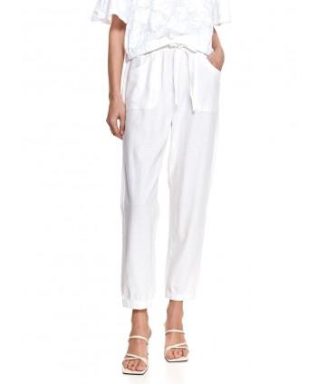 Pantaloni albi cu buzunare...