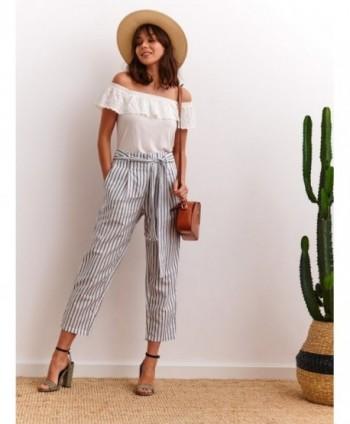 Pantaloni albi 3/4 cu dungi...