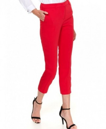 Pantaloni rosii cu buzunare...