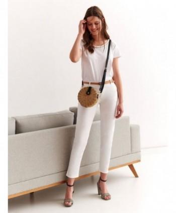 Pantaloni albi cu curea...